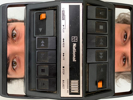 Áudio série convida o público a pensar sobre manipulação