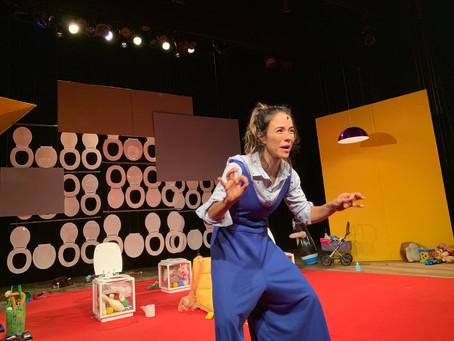 Miá Mello volta em cartaz com Mãe Fora da Caixa no Teatro das Artes, em SP