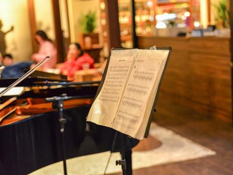 Três pianistas se apresentam ao vivo em shopping no mês de janeiro