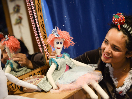 Bonecos encantam público infantil no Teatro Dr Botica