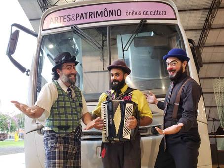 Três dias de Ônibus Palco e Museu na Praça Rui Barbosa, em homenagem ao Dia do Soldado