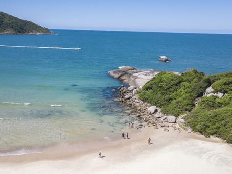 Praias do município de Bombinhas estão entre os destinos preferidos dos turistas