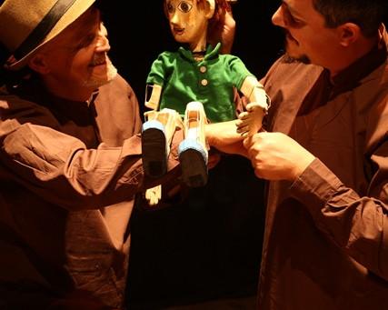 Apresentações de teatro de bonecos da Cia Filhos da Lua seguem até dia 22