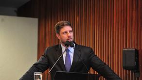Anúncio de Ratinho Jr. sobre corte do FPE aos poderes já vem sendo defendido pela oposição há anos