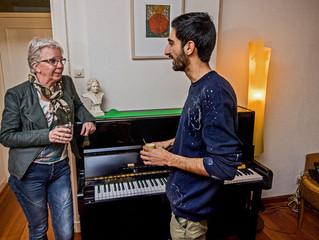 Droom 'Plaza-pianist' komt uit: AD-lezeres geeft piano cadeau