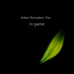 Persfoto Arben Ramadani Trio cd in game