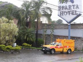 Homem é morto na entrada de motel perto de batalhão da PM em Niterói - SUPER TOP FM 89.9