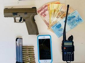 Homem é preso com pistola e munições em distrito de Arraial do Cabo - SUPER TOP FM 89.9