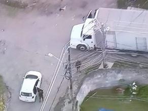 Caminhão com carga de ovos é roubado em Costa Barros - SUPER TOP FM 89.9