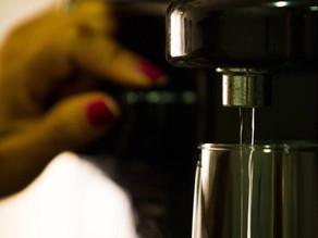 Cariocas voltaram a sofrer com o gosto e o cheiro ruins na água da torneira - SUPER TOP FM 89.9