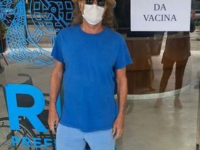 Alceu Valença toma a segunda dose da vacina contra a Covid-19 - SUPER TOP FM 89.9