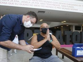 Pessoas com deficiência começam a ser vacinadas em 26 de abril no Rio - SUPER TOP FM 89.9