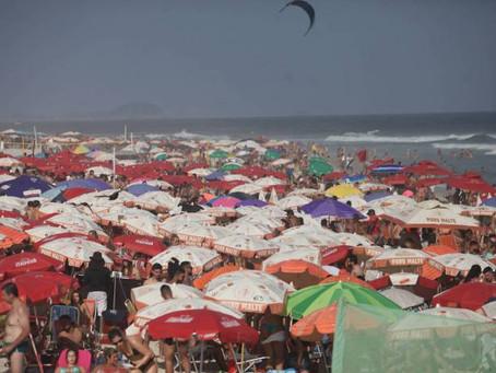 Em plena pandemia,o domingo foi de praias lotadas no RJ - SUPER TOP FM
