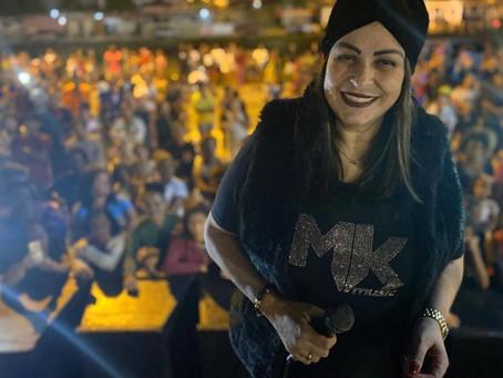 """Beatriz aparece usando camiseta da MK após ser """"demitida"""" da gravadora - ONDA CERTA FM"""