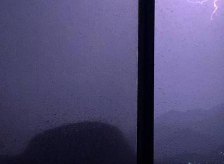 Chuva derruba árvores e provoca bolsões e interdições no Rio - ONDA CERTA FM