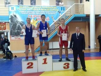 В 47-ом межрегиональном традиционном турнире по греко-римской борьбе среди юношей стали призёрами и