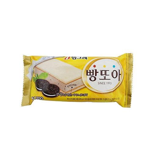 Pangtoa Cookies and Cream Sandwich Ice cream