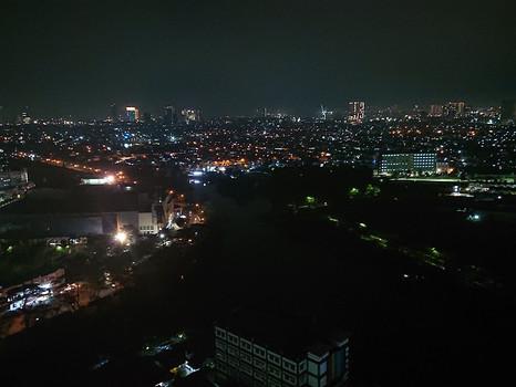20 Stockwerke über Jakarta: Grüße aus der Quarantäne
