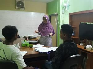 Novy Suryani, eine Deutschlehrerin auf Lombok