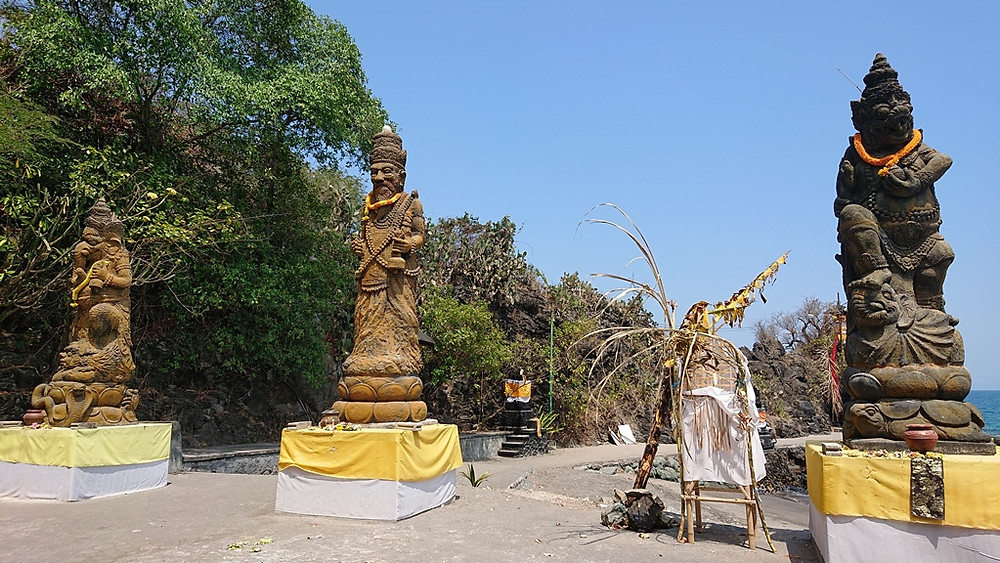 hinduistische Götter am Meer
