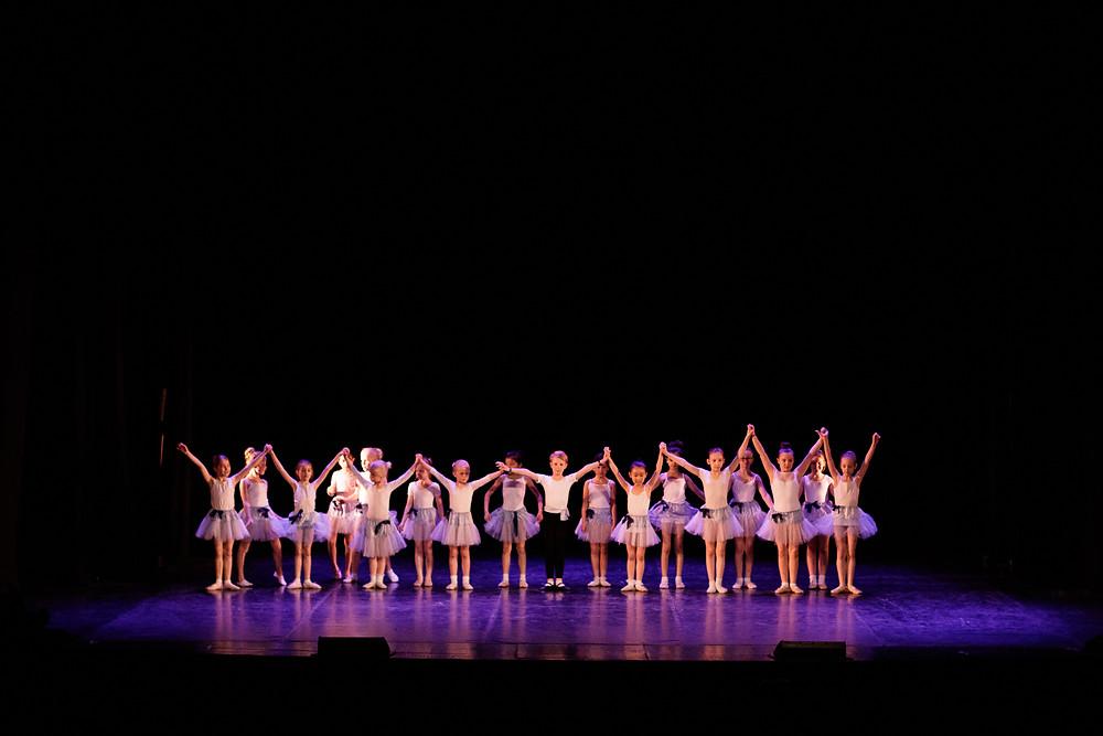 Balettelever på Rhodins Dansstudios Våruppvisning.