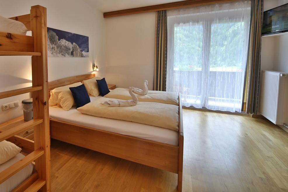 Marie Schlafzimmer (1).jpg