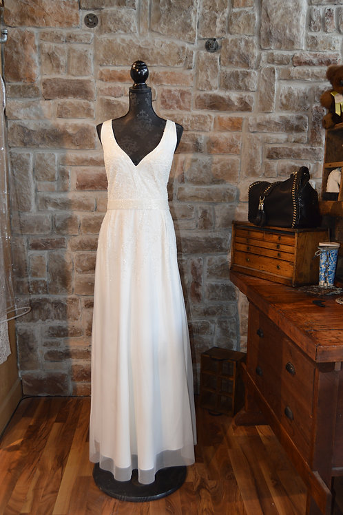 XL Adrianne Papell White Beaded Gown