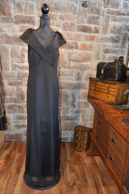 Large (14) Black V-neck Evening Gown