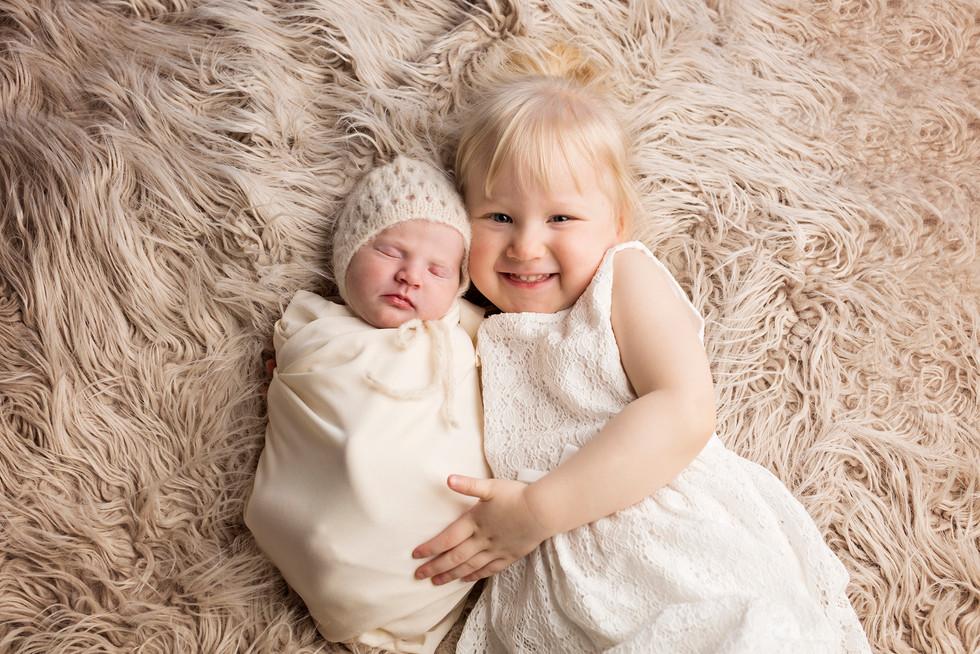 vauvakuvaus vastasyntyneenkuvaus lapsikuvais newboen valokuvaus kouvola newbornkuvaus kotka lahti studiokuvaus valokuvaaja kouvola sisaruskuvaus. jpg.jpg