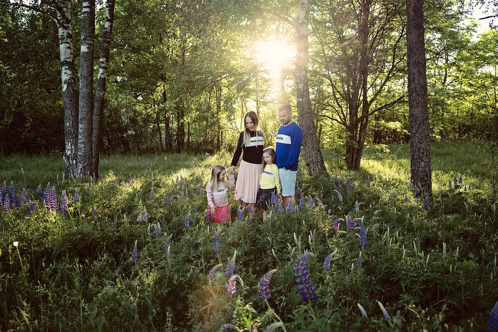 perhekuvaus_perhepotretti_valokuvaaja_kouvola_lapsikuvaus_miljöökuvaus_ulkokuvaus_kovuola_lahti_kotka_valokuvaus.jpg