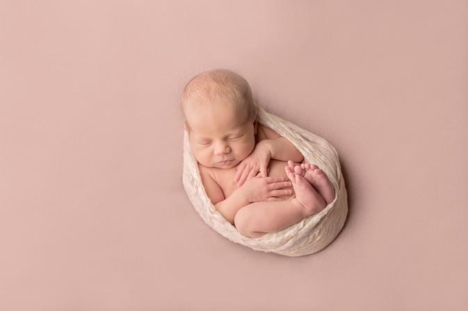 vauvakuvaus kouvola vauvakuvaaja kymenlaakso paras vastasyntyneenkuvaus baby valokuvaaja newborn valokuvaus.jpg