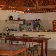 Nossa cozinha compartilhada, pronta para o preparo de qualquer refeição