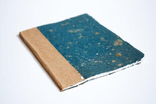 Caderno A5 / colorido / bordas rústicas / detalhe kraft
