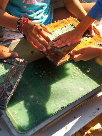 Oficina de reciclagem de papel - Projeto Viva Bairro / Comunidade Cabritos Tabajaras / RJ
