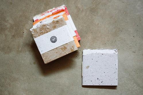 Kit 6 cadernos 'O Resto' / 10x10cm / cores avulsas / detalhe rústico