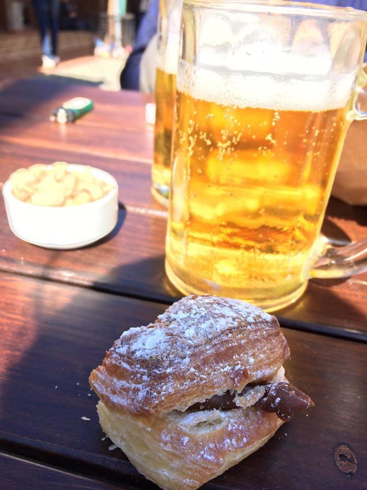 bière et facturas pour fêter la fin du trek