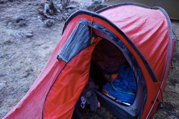 tente gelée au camp de base alpamayo