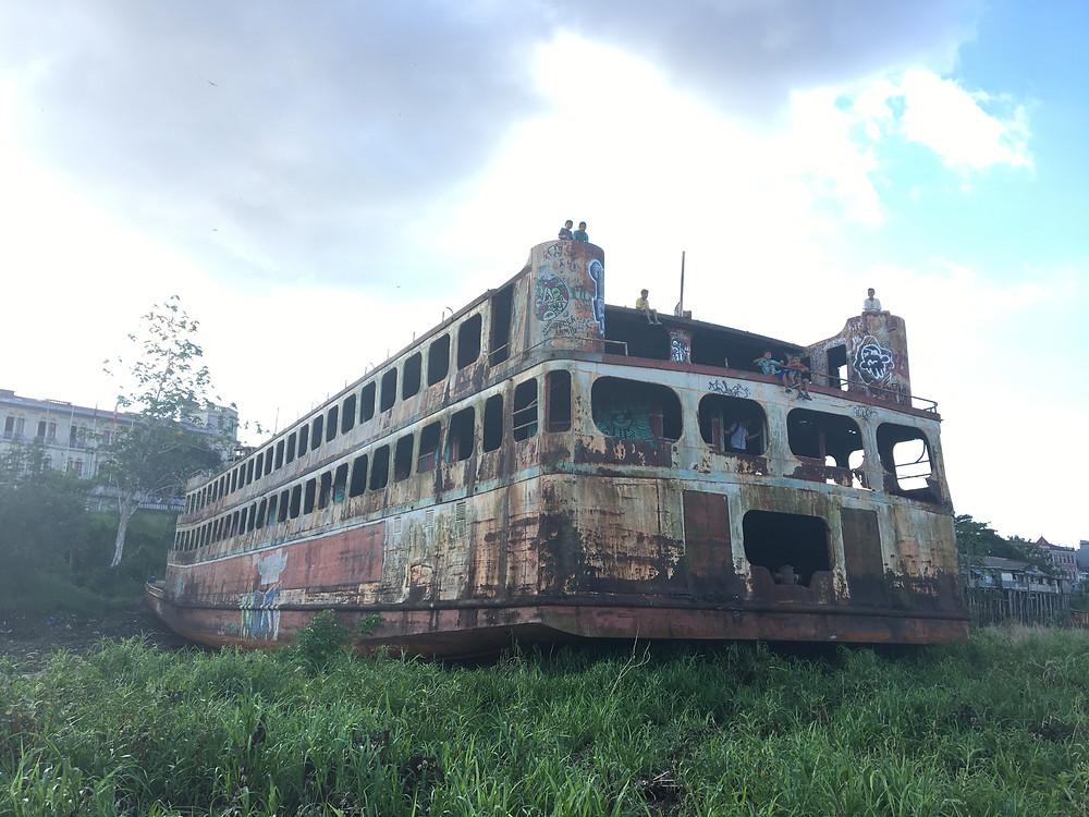 Iquitos, bateau échoué