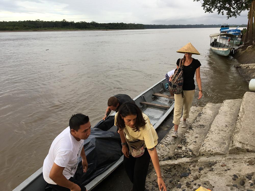 PAssage de la frontière en barque