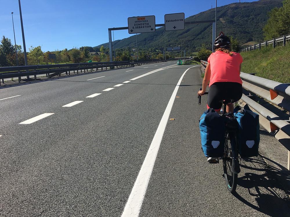 La voie cyclable en Espagne : la bande d'arrêt d'urgence de la Nationale
