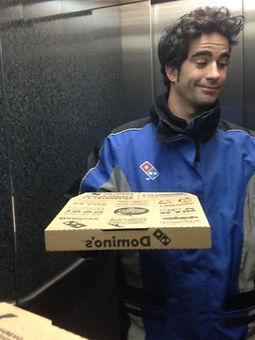 Fabien en livreur Dominos Pizza