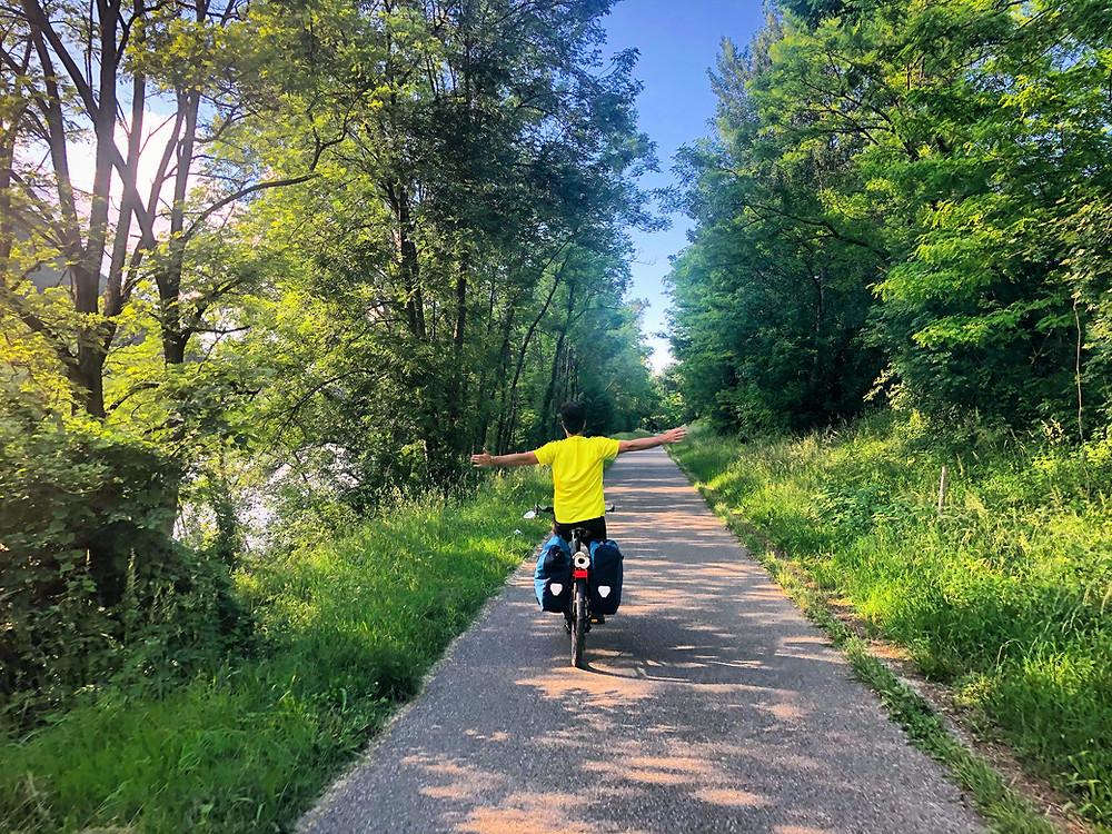 Fabien en vélo le long de l'Isère