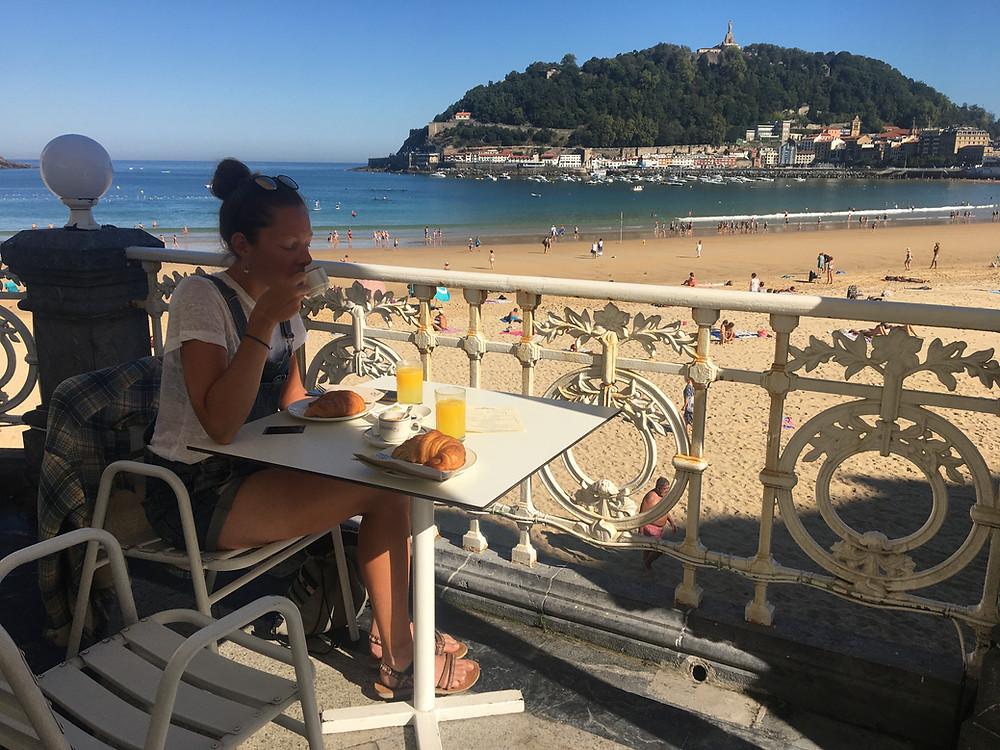 Petit déjeuner sur la Concha à San Sebastiant