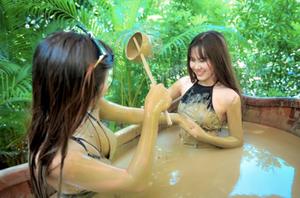 Thap Ba bain de boue