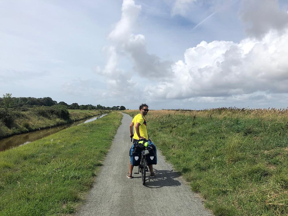 Longue lignes droites et vent de face sur la Vélodyssée