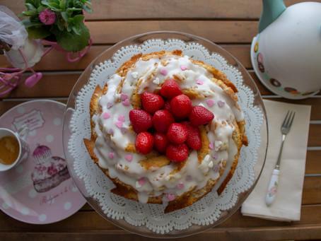 Torta marmorizzata allo Yogurt e alle fragole con glassa al limone