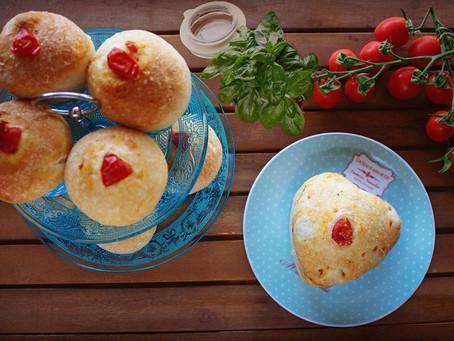 Cupcake di Pan Focaccia al pomodoro e olio al basilico