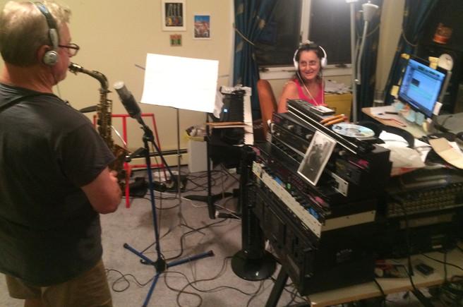 "Larry Tutt records ""Voce Pra Mim"" with Sue"