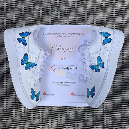 Witte nike air force 1 customized vlinders sisicustoms en chazign
