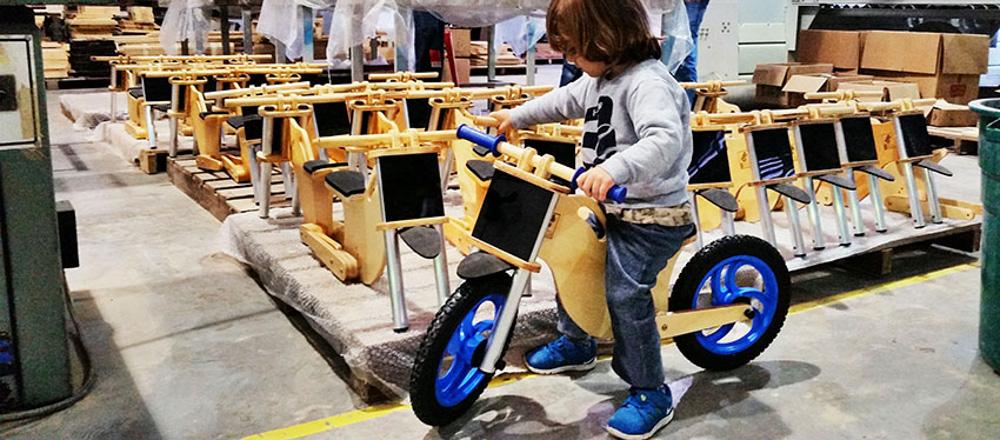 Bicicleta sem pedal BBike na fabrica